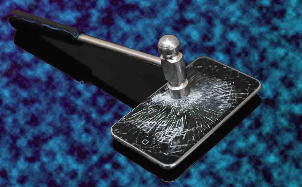 iPhoneにハンマー